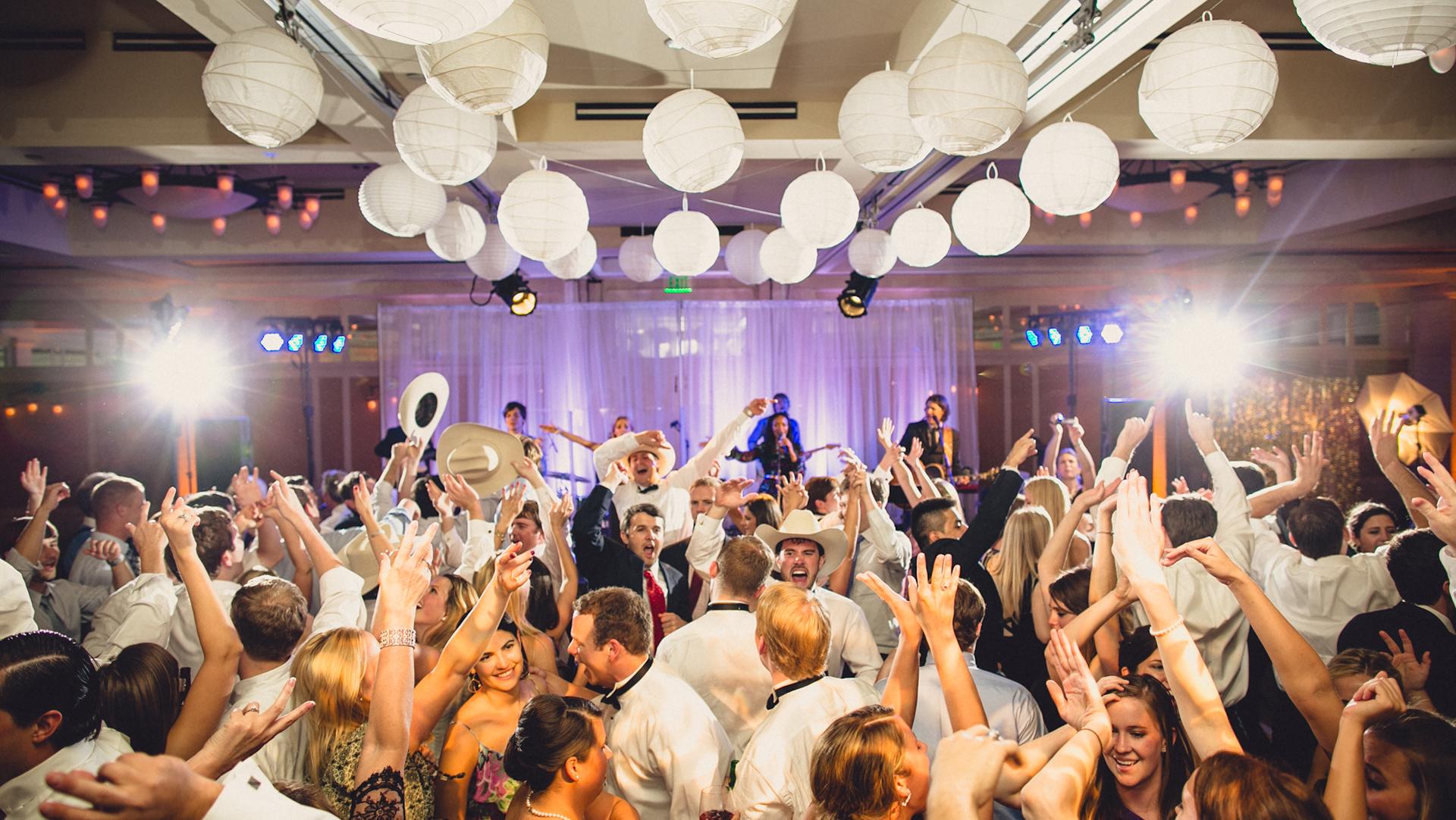 Formație sau DJ? Ce să alegi pentru nunta ta?